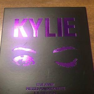 Kylie Cosmetics Makeup - Kylie Cosmetics Purple Eyeshadow Palette